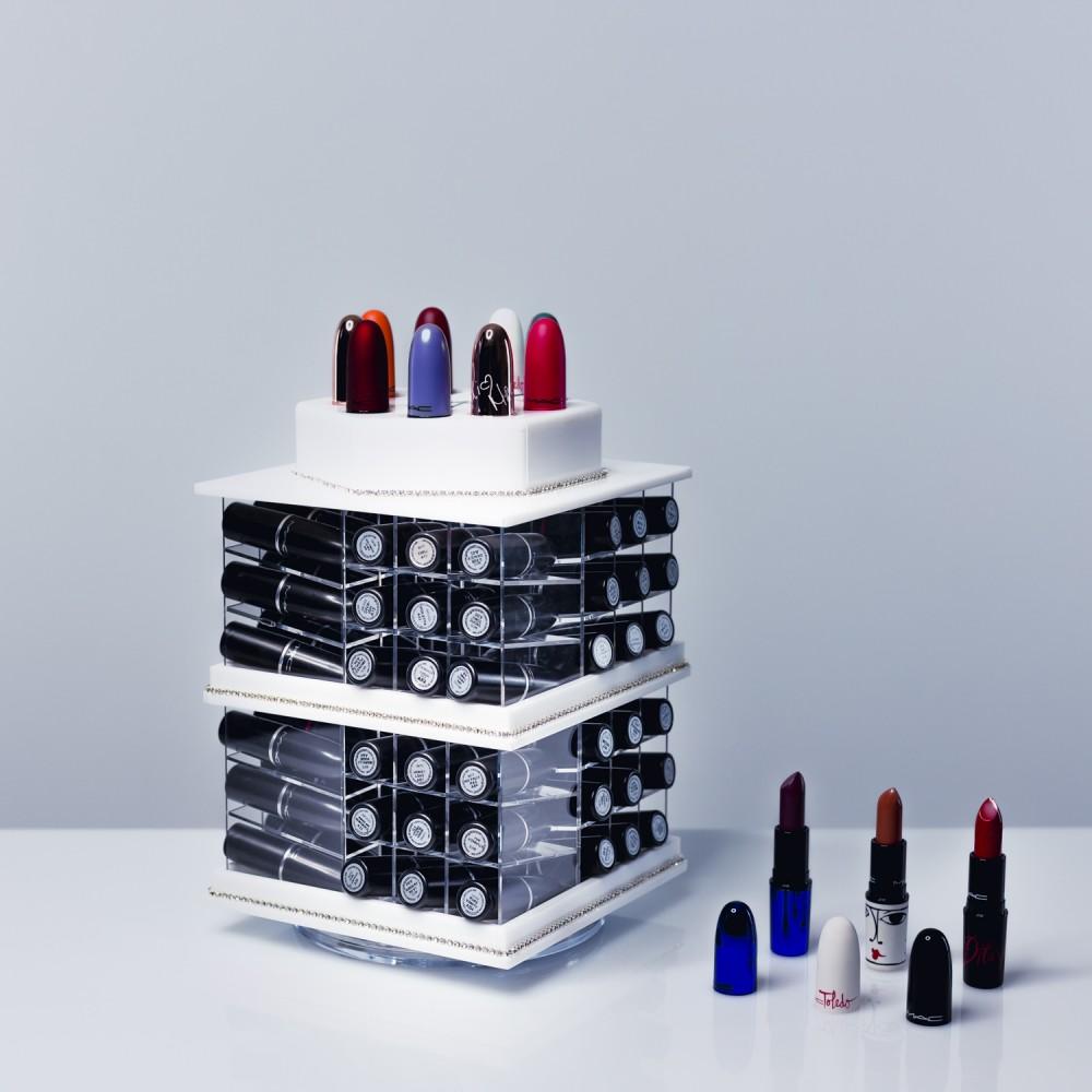 tour de rangement pour 81 rouges levres. Black Bedroom Furniture Sets. Home Design Ideas